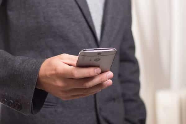 mobiili-mobiilimaksaminen-matkapuhelin-032016