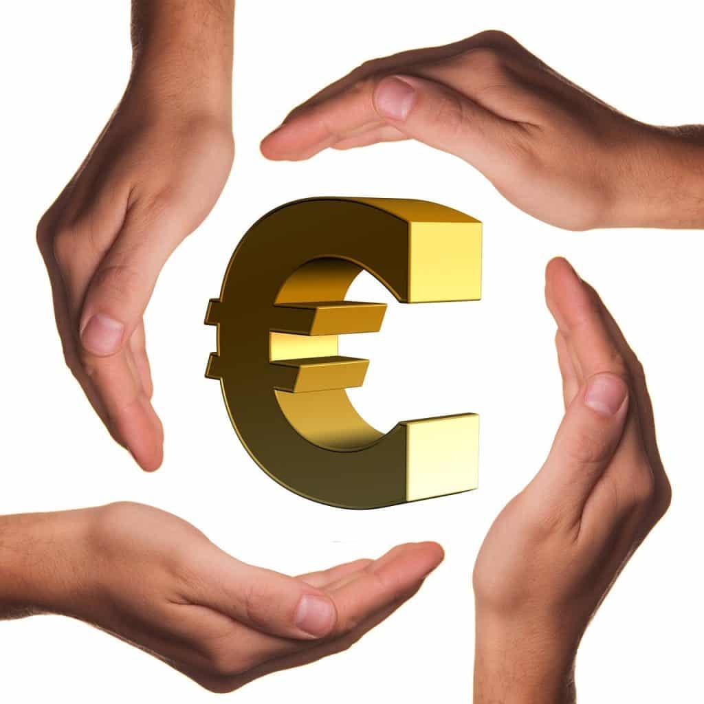 Hedge rahasto suojautuu markkinoiden liikkeiltä muun muassa optioita ja short-long strategiaa hyödyntäen. hedge-rahasto