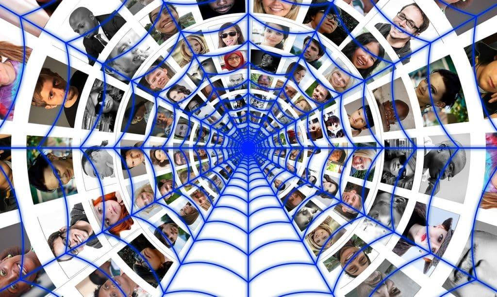 Johtamisen haaste asettaa yrityksille omat kasvun rajat. Mitä isompi yritys on kyseessä sen enemmän tarvitaan yrityksen sisäistä kommunikaatiota ja jossain vaiheessa yrityksen on järkevämpää ulkoistaa osa tarjoamistaan palveluista. Sijoittajan tunnusluvut, kasvusijoittaminen , osakesijoittaminen ja kasvun rajat.