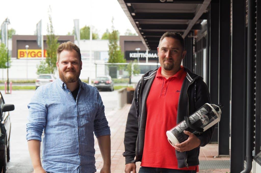 Markus ja Sami Ristaniemi kehittivät Karhia-trimmerin turhauduttuaan itsekin koirien nyppimiseen käsin