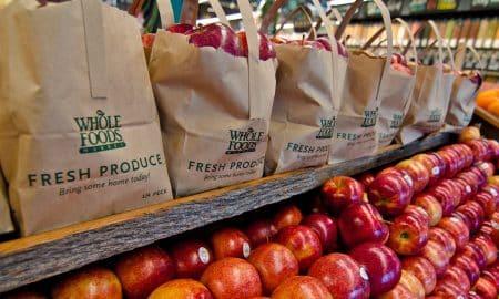 Amazon osti Whole Foods Marketsin ja tämän seurauksena lähtivät hinnat laskuun
