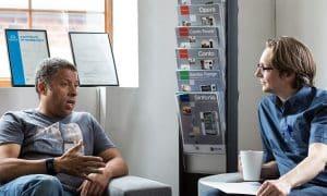 työelämä kollega keskustelu työ kokous tapaaminen