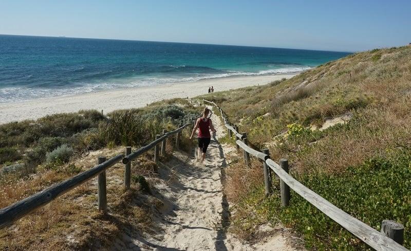 Rannalle kävelemässä matkailu ranta työ talous