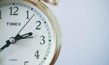 kello herätyskello aika säästäminen talous