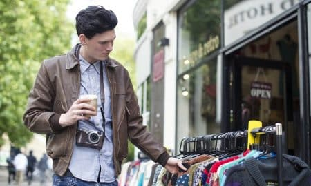 shoppailija ostokset vaatekauppa kuluttaja kulutus talous