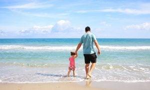 perhe lapsi isä meri loma talous