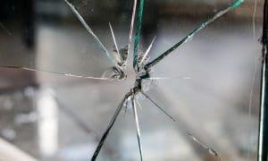 omaisuusrikos rikos lasi rikki talous