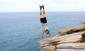 vaara kalliokieleke uhkarohkeus riski kriisi uhkatekijä talous