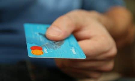 5 varoittavaa merkkiä epäterveellisestä suhteesta rahaan