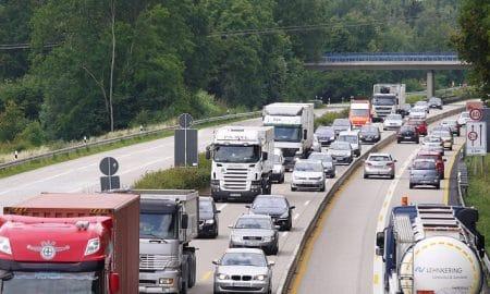 liikenne moottoritie autoilu autot tieliikenne talous