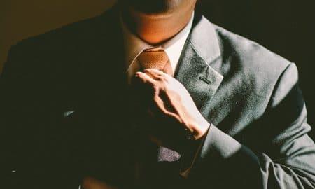 sijoittaja omistaja analyytikko asiantuntija liikemies sijoittaminen talous