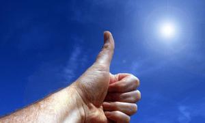 peukalo aurinko voitto menestys tulosparannus sijoittaminen