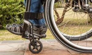 vahinko vammautuminen pyörätuoli taloudellinen yllätys