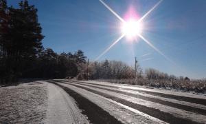 kevät aurinko tie lumi sää