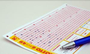 lotto lottoaminen veikkaaminen rahapelit talous raha