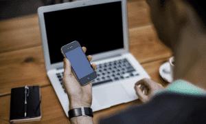 tietokone kännykkä matkapuhelin talous