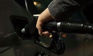 tankkaaminen polttoaine bensiini talous autoilu