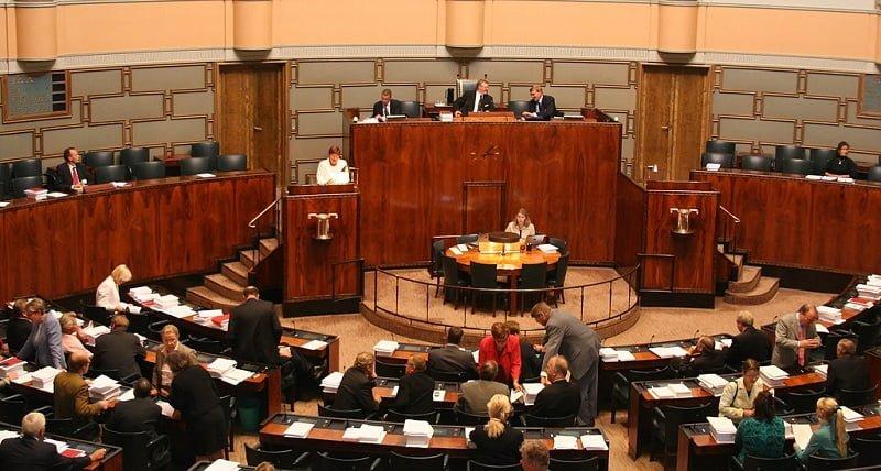 eduskunta parlamentti politiikka
