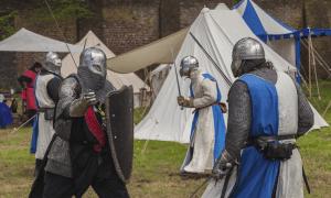 taistelu ritarit kilpi talous