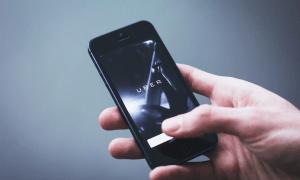 Uber kyytipalvelu taksisovellus taksipalvelu mobiilipalvelu sijoittaminen talous
