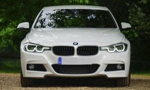 autoilu BMW autot