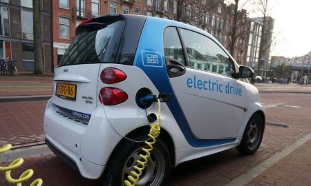 sähköauto ladattava autoilu