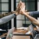 tiimi johtaminen kokous yhteistyö johtaja talous