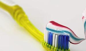 hammasharja hampaiden harjaus hammastahna sijoittaminen