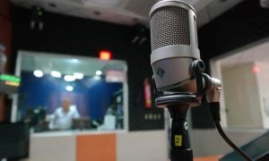 microphone-1562354_1280