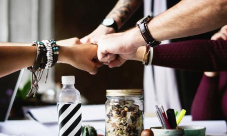 tiimi yhteistyö luottamus kollegat työyhteisö työelämä