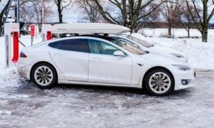 sähköautot latauspiste autoilu talous