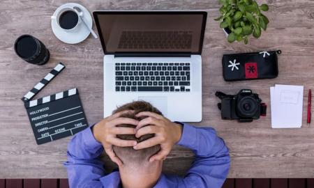 sijoittaja tappio pettymys tuska tietokone