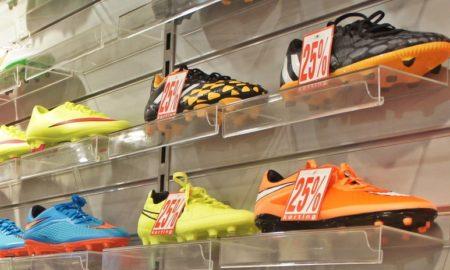 kauppa alennus urheiluvälineet urheilukengät talous