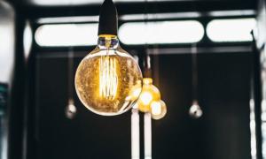 sähkö sähkösopimus lamppu valo talous