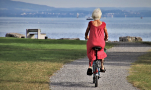 nainen polkupyörä pyöräily loma meri