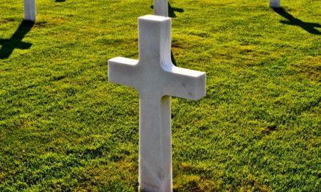 hauta risti hautakivi kuolema testamentti perintö