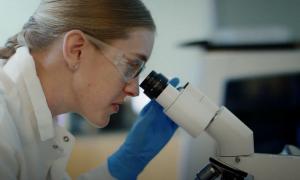 AbbVie biolääkeyhtiö lääkeyhtiö mikroskooppi