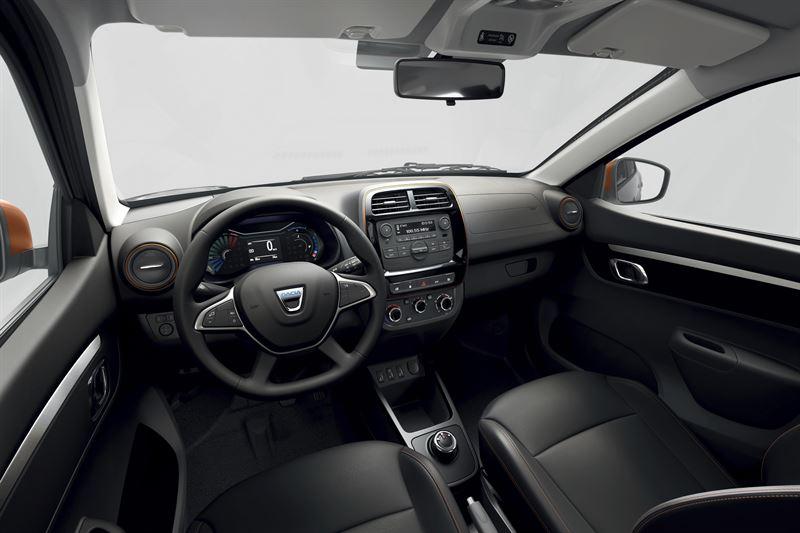 Dacia Spring sähköauto täyssähköauto sisätilat