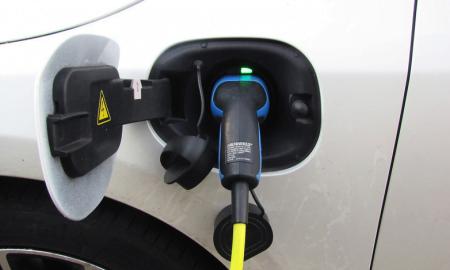 sähköauto lataus latauspiste autoilu