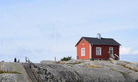 saaristo mökki kesämökki Suomi luonto kallio