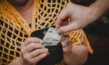 huijari raha vanhus iäkäs varkaus varas