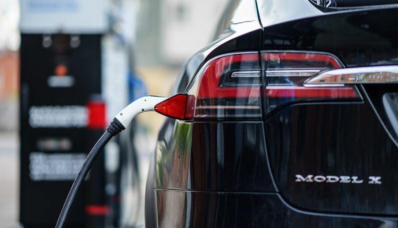 Tesla Model X sähköautot