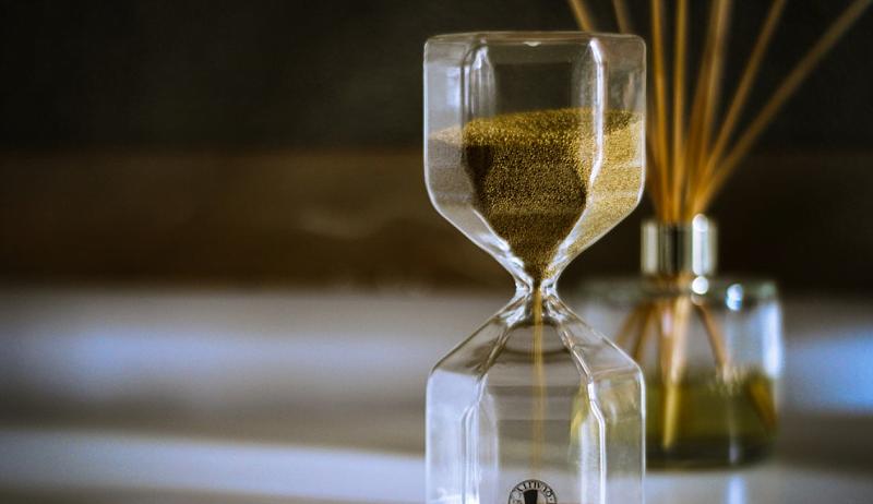 tiimalasi aika odottaminen talous sijoittaminen
