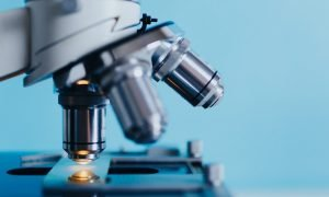 laboratorio tutkimus mikroskooppi biolääketiede